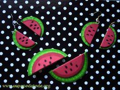 www.unpocodetodo.org - Pendientes y broches de sandías  - Broches - Pendientes - Goma eva Watermelon Varieties, Watermelon Crafts, Collar, Ideas Para, Crafting, Diy Crafts, Earrings, Summer, Slip On