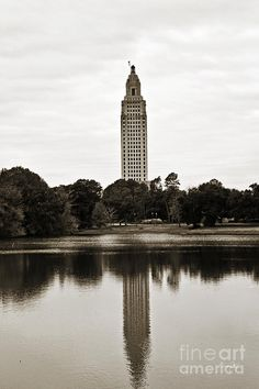 Another view of the Old State Capital. Louisiana Tourism, Louisiana State Capitol, Louisiana History, Louisiana Homes, Capitol Building, Down South, World Records, Lsu, Beautiful Beaches