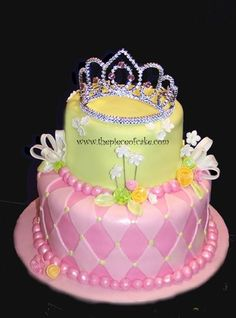 Cute princess cake, I like the pink on pink, ideas for Savannah