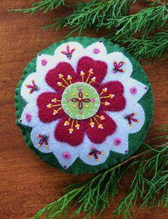 Anita's Little Stitches: New Wool Felt Patterns, scissors, charms and Aleene's glue pens. Felt Christmas Decorations, Felt Christmas Ornaments, Christmas Crafts, Diy Ornaments, Beaded Ornaments, Christmas Colors, Glass Ornaments, Felt Embroidery, Felt Applique