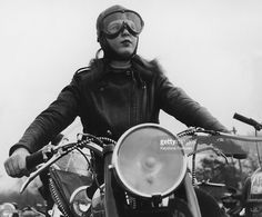 Joan Nimlo, aged 19, riding her BSA motorbike in Bellrose, Queens, during a meeting of an all female motorbike club, February 1950. (Photo by Keystone Features/FPG/Hulton Archive/Getty Images).
