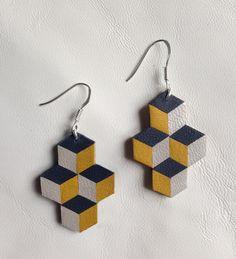 Bijoux en cuir géométriques, moderne et original, fabriqués par mes petites mains.  Pièces uniques ou réalisées en très petites séries.