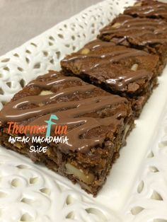 ThermoFun – Anzac and Macadamia Slice Recipe, worth a try? Vegan Recipes Easy, Cooking Recipes, Bellini Recipe, Anzac Biscuits, Decadent Food, Thermomix Desserts, Dessert Recipes, Chocolate Topping, Food Hacks