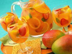 Sangria de mango y fresas