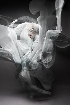 Been wanting to do a similer shoot with hybrid underwater and studio mix. cant wait to get my hands on underwater housing. Swirling smoke / by Wiktor Franko Foto Fashion, Fashion Art, Editorial Fashion, Trendy Fashion, Fashion Poses, Fashion Black, Urban Fashion, Vintage Fashion, White Photography