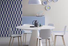 Babila by Pedrali è una sedia che si muove con grande agilità tra tradizione e innovazione. La scocca della sedia Babila in tecnopolimero richiama il disegno della versione in legno ma sfrutta l'elasticità e la tridimensionalità del materiale plastico per offrire il massimo comfort in una veste più smart.