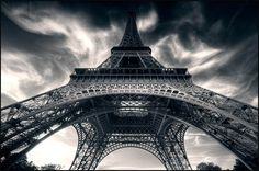 Beginners-Guide-to-Architectural-Photography-Eiffel.