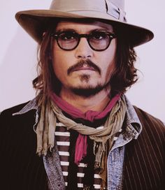 Celebrities - Johnny Depp Photos collection You can visit our site to see other photos. Donnie Brasco, Jonny Deep, Here's Johnny, Sweeney Todd, Leonardo Dicaprio, Tim Burton, Best Actor, American Actors, Pretty People