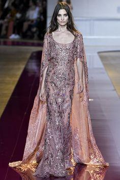 Zuhair Murad Parigi - Haute Couture Fall Winter - Shows - Vogue. Couture Mode, Haute Couture Gowns, Style Couture, Couture Dresses, Couture Fashion, Runway Fashion, Net Fashion, Couture Week, Beautiful Gowns