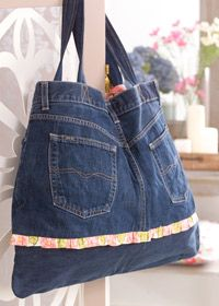 Jeans Bag - What a cute, easy way to recycle an old pair of jeans! Pockets all ready there too!