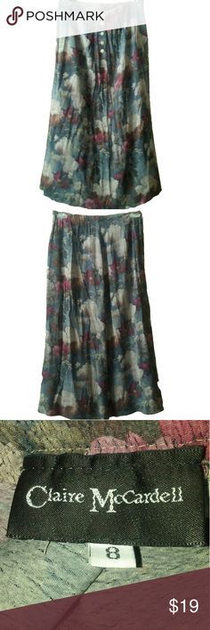 cute floral skirt size 8 Cute skirt with buttons.The measurements are 30 inch waist and the length of this skirt is 36 inches long.Accepting Offers Skirts