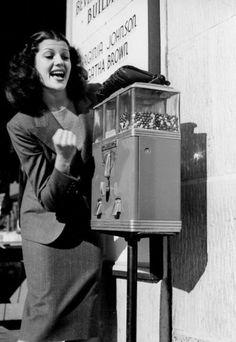 Distributeur de bonbons 1939.
