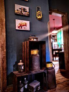 Robuster Landhausstil mit modernen farbenfrohen Elementen... alte Fundstücke kombiniert mit neuen Accessoires.  Die Bilder sind made by die|site. #wohnen #wohnstil #einrichten #landhausstil #country #wohnidee #stilmix #vintage #retrostyle #michkanne #bauernhof #landleben #holz #rost #rusty #ratlook #wohnaccessoires #leinwand Web Design, Home Bedroom, Liquor Cabinet, Modern, Storage, Furniture, Vintage, Home Decor, Cottage Chic