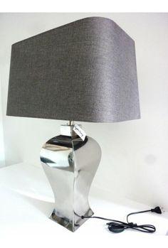 Du style pour cette lampe à poser ovale à l\'abat jour rouge et écru ...