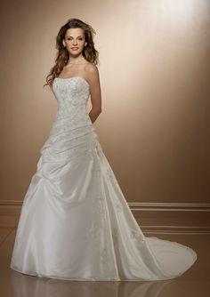 appliques-strapless-chapel-train-ruched-sleeveless-elegant-white-beautiful-wedding-dresses_650x650px.jpg (600×850)
