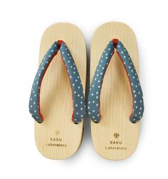 polka-dots geta (wooden clogs)