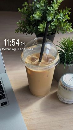 Aesthetic Coffee, Aesthetic Food, Aesthetic Outfit, Photo Pour Instagram, Food Porn, Think Food, Instagram Story Ideas, Coffee Break, Coffee Study
