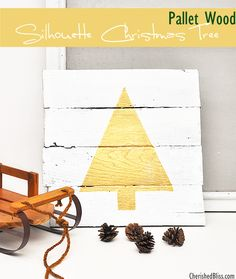 This Pallet Wood Silhouette Christmas Tree is sure to add sparkle to your holiday decor! #swellnoel #Christmas