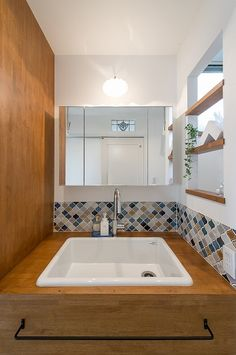 隠れ和室でくつろげる、落ち着いたナチュラルスタイルのお家* House, House Bathroom, Room Interior, House Styles, House Interior, Home Deco, Bathroom, Bathroom Design, Bathroom Renovation