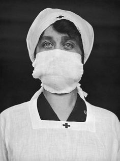 Vintage Photos Of People Wearing Masks During The 1918 Influenza Pandemic, One Of The Deadliest Natural Disasters In Human History Photo Vintage, Vintage Photos, American Catholic, Flu Epidemic, Flu Mask, Hungry Children, Black Families, Influenza, Red Cross