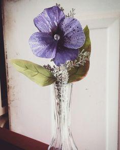 Metal pansy flower