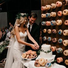 DONUT WALL?!! Best idea ever. Oh love and #weddings  #tuesdaythoughts