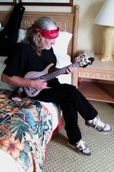 Willie Nelson plays ukulele