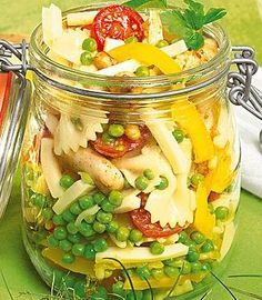 Nudelsalat mit Hähnchen Pasta salad with chicken: perfect for the next picnic! Garlic Chicken, Baked Chicken, Chicken Pasta, Waldorf Chicken Salad, Food Definition, Food Network Recipes, Cooking Recipes, Importance Of Food, Cheese Stuffed Shells