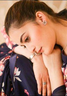 Aiman Khan, Pearl Earrings, Hoop Earrings, Pakistani Actress, Simple Makeup, Celebs, Actresses, Jewelry, Divas