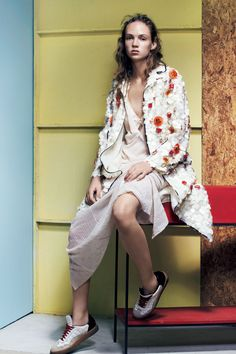 An Innocent Flirt - Adrienne Jüliger by Liz Collins for Vogue Japan May 2016 Vogue Japan, Vogue Editorial, Editorial Fashion, Prada, Flirt, Urban Street Style, Vogue Magazine, Summer Trends, Look Cool