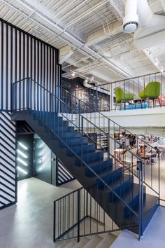 Google Campus Madrid by Jump Studios Industrial Office Design, Modern Interior Design, Iron Stair Balusters, Commercial Office Design, Interior Staircase, System Furniture, Workplace Design, Construction, Co Working