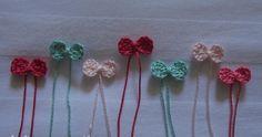 Tudo com lacinho fica mais bonito, então fiz estes lacinhos de crochê que podem ser aplicados em diversas coisas como roupinhas de be...