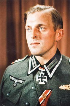 ✠ Erich Friedrich (July 15th, 1914 - October 1st, 1983) RK 02.09.1944 Oberfeldwebel KpTruppführer 1./Pz.Gren.Rgt 33 4. Panzer-Division NKiG: 26.08.1944, Oberfeldwebel, Zugführer i. d. 1./Pz.Gren.Rgt. 33 4. Panzer-Division