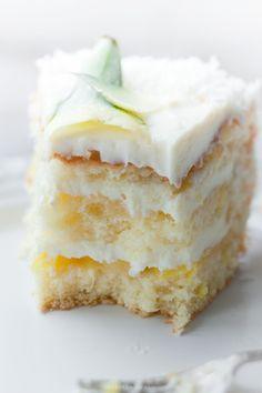 Gâteau Pina Colada dans le theme couleur blanche pour le dîner en blanc Paris 2013 et bientôt 2014. Preparez vos recettes pour le prochain dîner blanc!