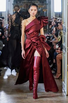 Elie Saab Fall 2019 Ready-to-Wear Collection. ~ETS #deepred