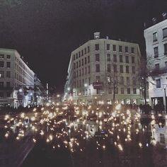 Lyon rend hommage aux victimes en ce 8 décembre et toutes ces petites lumières sont magnifiques! #illumilyon #blogolyon #blog #letrentequatre #8decembre #fetedeslumieres #onlylyon #Lyon #lumiere