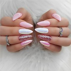 The trend of almond shape nails has been increasing in recent years. Many women who love nails like almond nail art designs. Almond shape nails are suitable for all colors and patterns. Almond nails can be designed to be very luxurious and fashionabl Natural Gel Nails, Pink Nail Designs, Nails Design, Nagellack Design, Nagel Gel, Super Nails, Gorgeous Nails, Trendy Nails, Wedding Nails