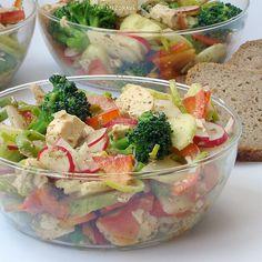 http://www.varimezdrave.cz/zeleninovy-salat-s-kurecim-masem/