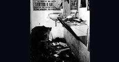 """Em 1968, o teatro brasileiro sofria não apenas com a censura da ditadura militar, mas tinha ainda de lidar com ataques de grupos radicais da direita. Em julho, o teatro Galpão, em São Paulo, foi invadido por um grupo armado de cassetetes e socos-ingleses que espancou artistas e depredou o teatro. O grupo apresentava a peça """"Roda Viva"""", escrita por Chico Buarque"""