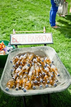 Outdoor wedding drink station for the cocktail party, beer barrow Rustic Backyard, Backyard Bbq, Backyard Ideas, Rustic Garden Party, Backyard Parties, Rustic Outdoor, Outdoor Rustic Wedding Ideas, Backyard Signs, Vintage Garden Parties