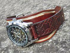 Hnědo-bílý+kožený+hodinky,+hodinky,+kůže+Náramok+je+vyrobený+z+pravej+kože+(+zákazková+výroba+)+Farba:+vintage+hnedá,+bíela+Šírka:+5cm+Hodinky:+Winner+-+mechanické+bez+baterky,+hodinky+treba+naťahovať+Hodinky+vyrobím+podľa+požiadavky+tak+aby+sedeli+na+vašu+ruku.+Pred+kúpou+mi+napíšte+správu+a+všetko+upresníme+