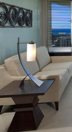 A lacquered table lamp for the fun and youthful