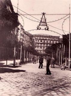 #Pamplona #Navarra. Plaza del Castillo, Pamplona. Iluminación de la Plaza del Castillo en julio de 1912, con motivo del 7.º centenario de la batalla de las Navas de Tolosa.