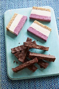 Two recipes from TV presenter Fearne Cotton's book 'Cook Happy, Cook Healthy'. Blackberry and lemon nut slices and goji cocoa bars. Healthy Eating Posters, Healthy Eating Recipes, Healthy Cooking, Vegan Sweets, Healthy Sweets, Sweets Recipes, Sin Gluten, Marsala, Goji Berry Recipes