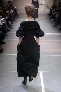 Yohji Yamamoto Fall 2005 Ready-to-Wear collection.