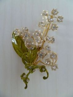 VINTAGE-SIGNED-ORIGINAL-BY-ROBERT-RHINESTONE-LILY-OF-THE-VALLEY-BROOCH-PIN