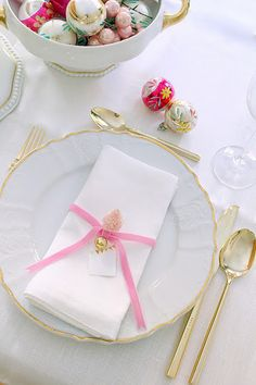 table setting with ornaments