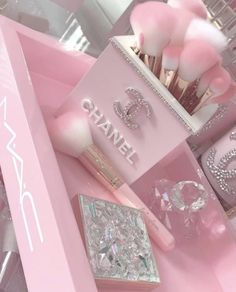 10 Gorgeous Back To School Eye Makeup Ideas Pink Tumblr Aesthetic, Baby Pink Aesthetic, Pink Love, Pretty In Pink, Pretty Pink Princess, Makeup Rooms, Everything Pink, Rich Girl, Pink Wallpaper