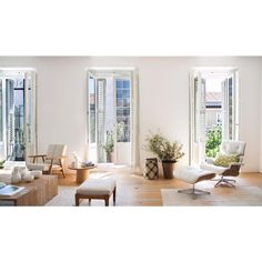 Exquisite natural light in a dreamy home (Daily Dream Decor) Interior Design Inspiration, Home Interior Design, Living Area, Living Spaces, Dream Decor, Beautiful Space, Living Room Interior, Home And Living, Sweet Home
