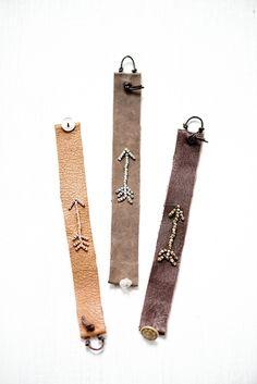 Arrow leather bracelet tutorial by lebenslustige Leather Cuffs, Leather Earrings, Leather Jewelry, Leather Bracelets, Metal Jewelry, Braided Bracelets, Bracelet Wrap, Bracelet Cuir, Arrow Bracelet